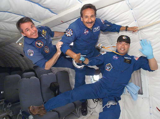 astronauts in space feel weightless because they - photo #13